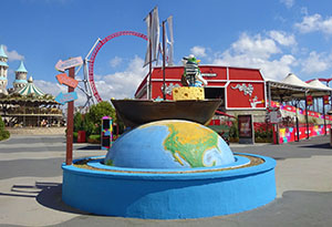 A statue outside the ride has more than a passing resemblance to the one outside It's a Small World!